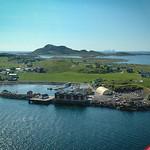 Kvarøya med YterKvarøy fjellet bak og Træna i horisonten